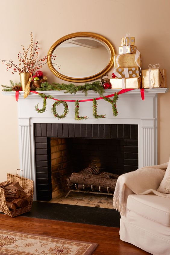 Jolly Wreath Mantel